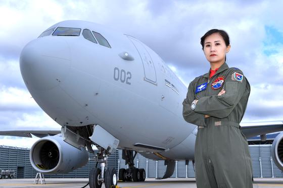 여군 최초 비행대대장 중 제5공중기동비행단 261공중급유비행대대장 장세진 중령 [사진 공군]
