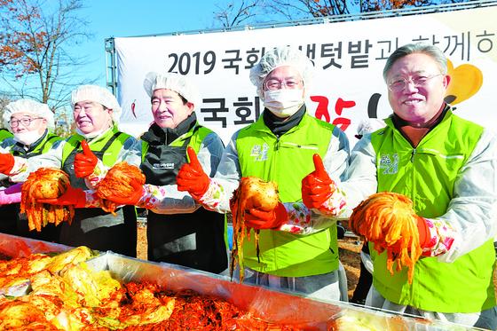 [경제 브리핑] 이재욱 농식품부 차관, 김장나눔 참석