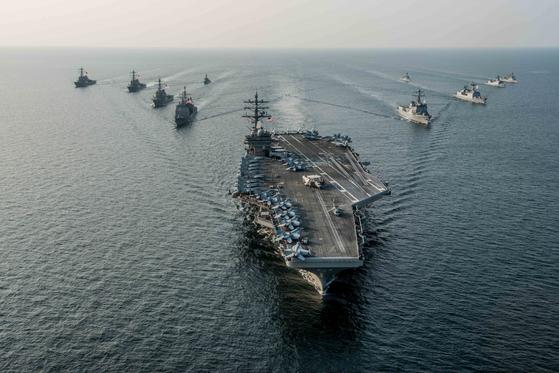 로널드 레이건(CVN 76) 항공모함 강습단이 2016년 10월 '불굴의 의지(Invincible Spirit)'훈련 일환으로 한반도 근해에서 한국 해군과 기동 훈련을 벌이고 있다.[미 해군]