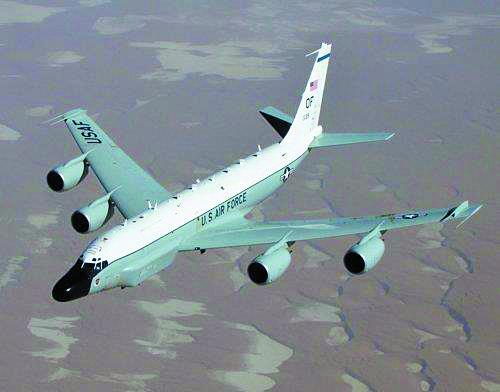 미국 공군 정찰기 RC-135W(리벳 조인트)가 한반도 상공에서 대북 감시 작전 비행에 나섰다고 군용기 추적 사이트인 '에어크래프트 스폿'(Aircraft Spots)이 3일 밝혔다. 사진은 RC-135W 정찰기. [미 공군 홈페이지 캡처=연합뉴스]