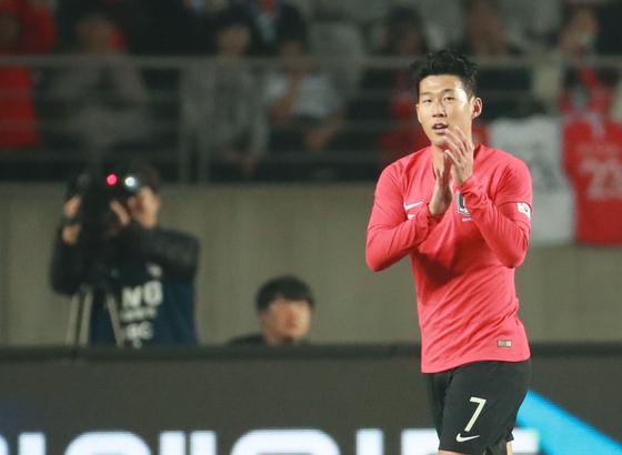 손흥민이 아시아축구연맹(AFC) 시상식에서 통산 3번째 '올해의 국제선수상'을 받았다. [연합뉴스]