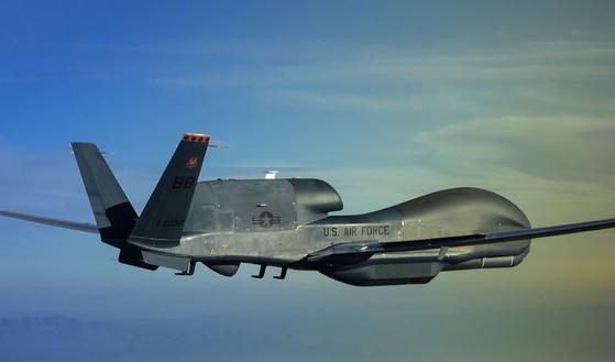 미국 공군이 운용하고 있는 대표적인 무인 정찰기 '글로벌 호크' RQ-4. [사진 미 공군 제공]