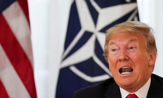 도널드 트럼프 미국 대통령이 3일(현지시간) 영국 런던에서 열린 북대서양조약기구(NATO) 정상회의에서 기자회견을 하고 있다. [로이터=연합뉴스]