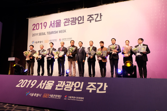 정화예술대학교 허용무 총장 (좌측에서 4번째)