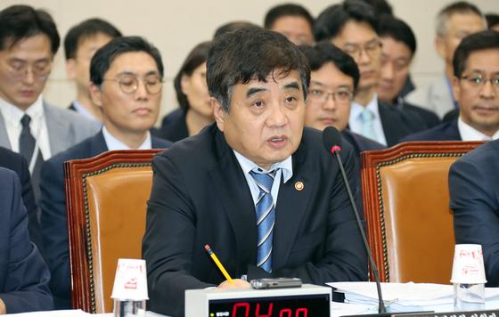 한상혁 방송통신위원회 위원장이 10월 21일 국정감사에서 의원들의 질의에 답변하고 있다. 변선구 기자