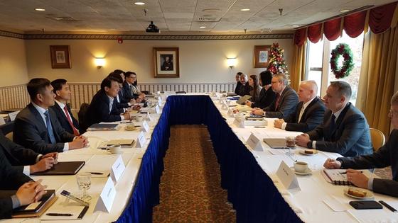 한미 방위비 협상 대표단이 4일(현지시간) 미 워싱턴DC에서 제11차 한미 방위비분담특별협정(SMA) 체결을 위한 4차 회의를 진행하고 있다. 회의는 전날부터 이틀간 이어졌다. [사진 주미한국대사관 제공]