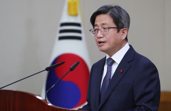 김명수 대법원장이 6일 서울 서초구 대법원에서 열린 전국법원장회의에서 인사말을 하고 있다. [뉴스1]
