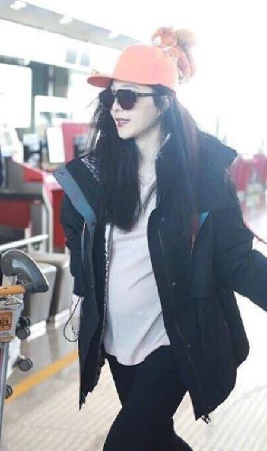 대만 자유시보가 보도한 4일 중국 베이징 공항에서의 판빙빙. [연합뉴스]