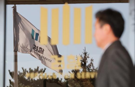 김기현 전 울산시장에 대한 청와대의 '하명(下命)수사' 의혹을 수사 중인 검찰이 6일 측근 비위 첩보의 최초 제보자로 알려진 송병기 울산시 부시장을 소환했다. [뉴스1]