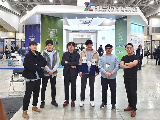단체사진(가장 오른쪽이 숭실대 전기공학부 배원규 교수).