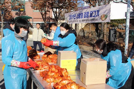 서울과학기술대학교는 5일 교내 제2학생회관 앞에서 「2019 사랑의 김장 담그기」행사를 개최했다.