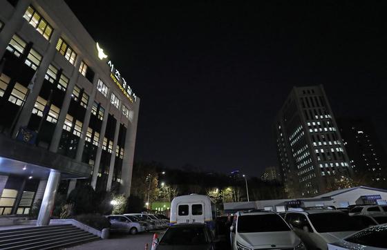 서울 서초경찰서(왼쪽) 길 건너편에 위치한 서울고검과 서울중앙지검. [연합뉴스]