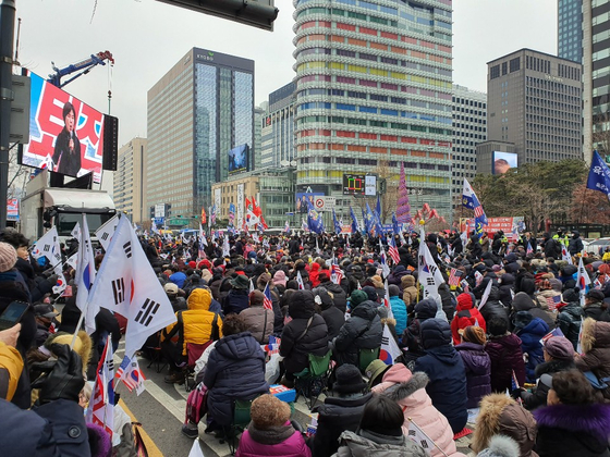 7일 오후 광화문 동화면세점 앞에서 열린 보수단체 집회. 권유진 기자