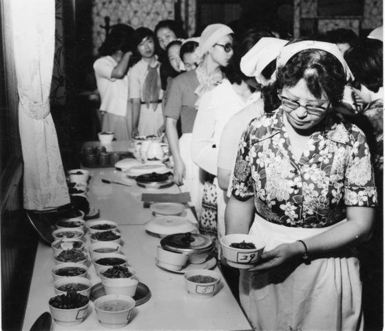 70년대 후반 여성들이 제일제당이 주최한 다시다 요리 강습에 참여하고 있다. [중앙포토]