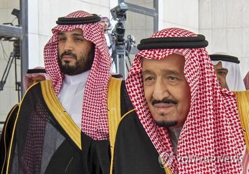 무함마드 빈 살만 사우디 왕세자(왼쪽)와 살만 국왕. [AFP=연합뉴스]