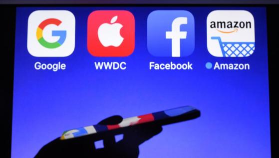 디지털세의 과세 대상이 되는 대표 기업이 구글·아마존·페이스북·애플이기 때문에, 이들의 이니셜을 따 일명 'GAFA세' 라고 부른다. [사진 로이터]