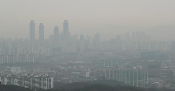 9일 오전 초미세먼지 농도 '나쁨'을 보인 경기도 화성시내가뿌옇게 보이고 있다 [뉴스1]