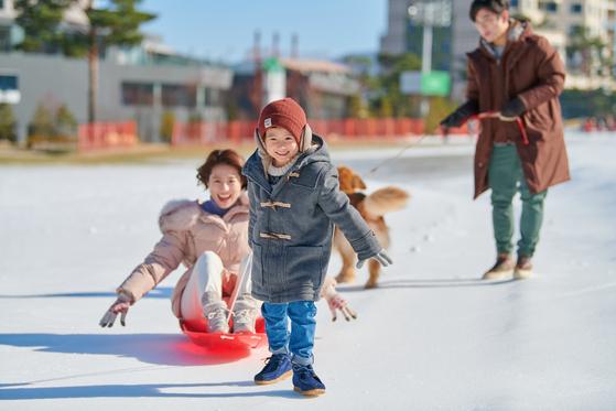휘닉스 평창은 눈 썰매, 눈 조각을 비롯해 다양한 놀 거리를 갖춘 겨울 놀이터 '스노우빌리지'를 올해 처음 선보인다. [사진 휘닉스 평창]