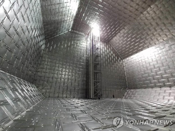 SK스피카호에 탑재된 화물창 'KC-1'. LNG가 담기는 화물창은 일반적으로 주름진 스테인리스 스틸과 보온재 등으로 구성된다. [연합뉴스]