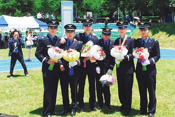 세종대 항공시스템공학과 졸업생들의 공군 장교 임관식 모습.