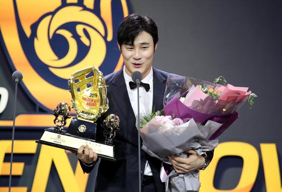 골든글러브를 수상한 뒤 소감을 밝히는 김하성. [뉴스1]