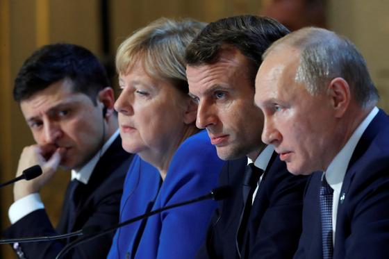 4자 회담에 참여한 정상들. 왼쪽부터 젤렌스키 우크라이나 대통령, 메르켈 독일 총리, 마크롱 프랑스 대통령, 푸틴 러시아 대통령. [AP=연합뉴스]