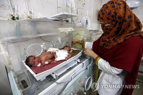 파키스탄 신생아 병동의 아기. 위 사진은 기사 내용과 관계가 없음. [EPA=연합뉴스]