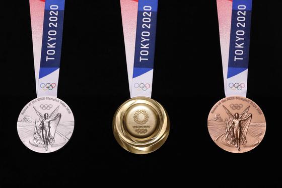 2020 도쿄올림픽에서 수여될 금, 은, 동메달. [AFP=연합뉴스]