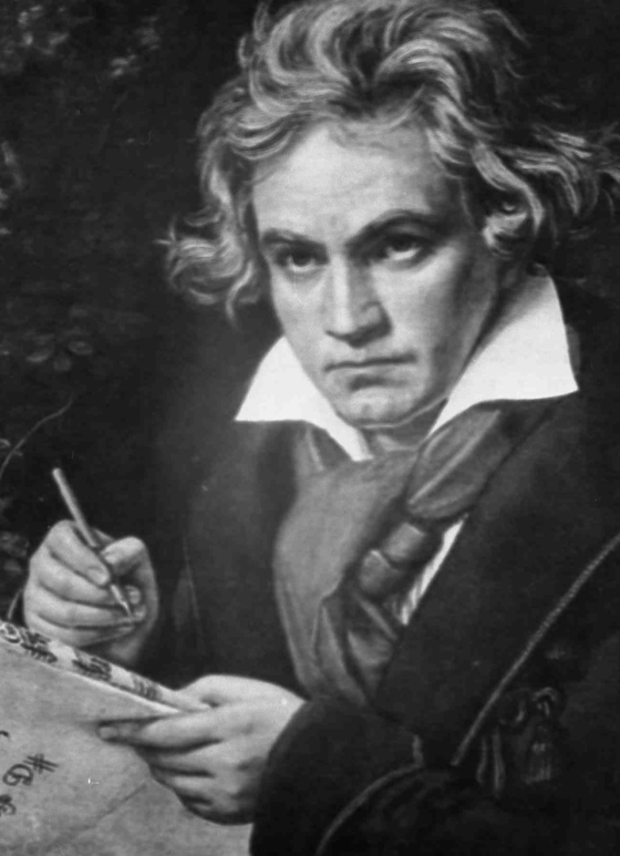 베토벤은 30살이 돼서야 첫 번째 교향곡을 발표했다. 모차르트보다는 22년이 늦었지만, 교향곡의 새로운 모습과 참신한 아이디어를 제시해 호평받았다. [중앙포토]