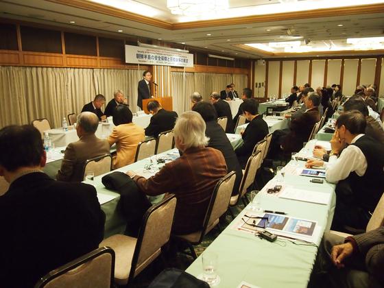 '한반도의 안전보장과 한일관계의 전망'을 주제로 지난 7일 일본 도쿄에서 열린 한일평화정책학술포럼(일본 평화정책연구소, 한국평화연구학회 공동주최)에서 니시카와 요시미쓰 도요대 교수가 발언하고 있다. [사진 한국평화연구학회]