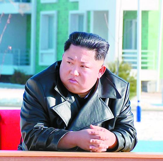 김정은 북한 국무위원장이 3일 함경북도 경성군 중평남새온실농장과 양묘장 조업식에 참석했다고 조선중앙TV가 4일 보도했다. [연합뉴스]
