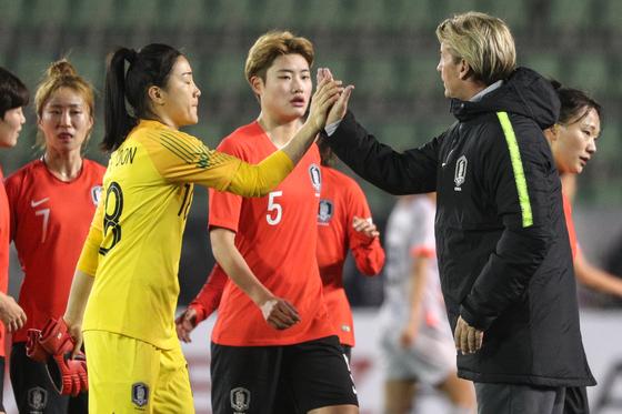 벨 감독이 이끄는 한국 여자축구대표팀이 약체 대만을 상대로 동아시안컵 첫 승을 노린다. [뉴스1]