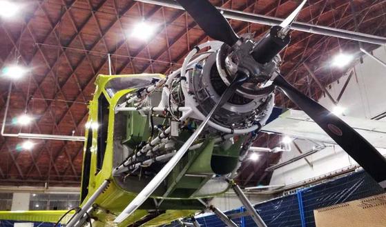 세계 최초의 전기 상용 항공기의 엔진 모습. 750 마력(HP)의 완전 전동 모터로 프로펠러를 구동한다. [AFP=연합뉴스]