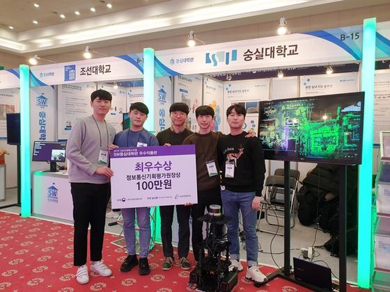 왼쪽부터 최우철, 최윤제, 이재민, 최재훈, 박윤환 학생.