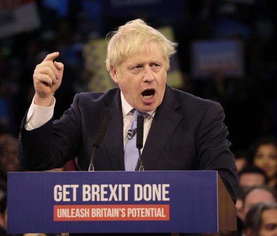 보리스 존슨 영국 총리가 11일 조기총선 투표일을 하루 앞두고 연설을 하고 있다. 이번 총선 결과엔 존슨 총리의 총리직과 브렉시트(영국의 유럽연합 탈퇴)의 명운이 달렸다. [UPI=연합뉴스]