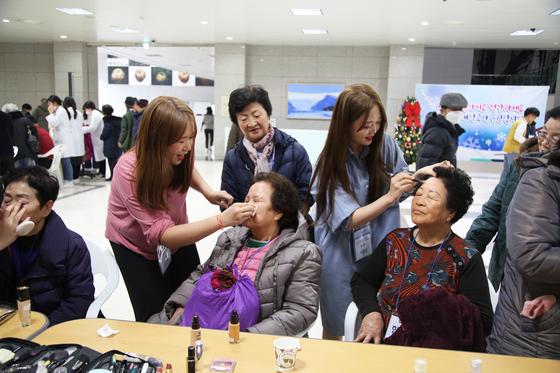 성신여대, 강북구 어르신 초청 행사…재학생 재능기부로 다양한 공연