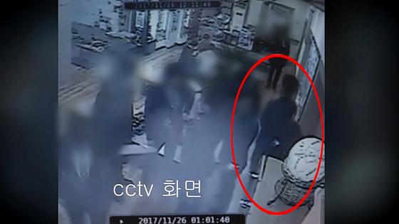 곰탕집 성추행 사건'의 폐쇄회로(CC)TV 영상 일부. [사진 연합뉴스TV]