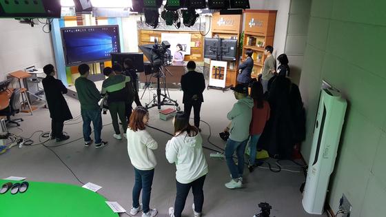 한양사이버대 광고미디어학과 학생들이 영상 제작 실습을 하고 있다. [한양사이버대]