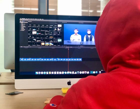 정화예대 방송영상전공 학생이 학교내 편집실에서 유튜브에 업로드할 영상을 편집하고 있다. 남윤서 기자