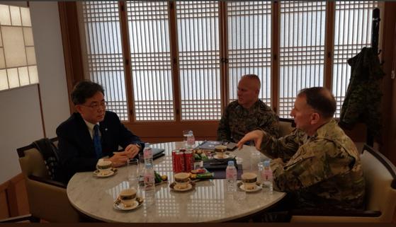 김현종, 주한美사령관과 회동 100분간 한반도 정세 의견 교환