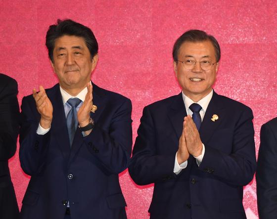문-아베 회담 앞두고 16일 수출규제 담판···외교회담은...