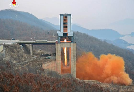 2017년 3월 신형 고출력 로켓엔진 지상분출시험 당시 서해위성발사장.[연합뉴스]