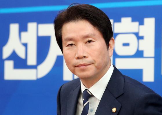 이인영 더불어민주당 원내대표가 15일 서울 여의도 국회에서 열린 기자간담회에 참석하고 있다. [뉴스1]