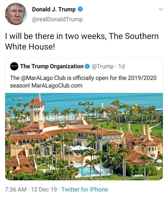 """도널드 트럼프 미국 대통령은 지난 12일 트위터에서 자신이 소유한 마라라고 리조트 2019/2020 시즌 공식 오픈을 알리면서 """"나도 남부 백악관에 2주간 머물 것""""이라고 홍보했다.[트위터]"""