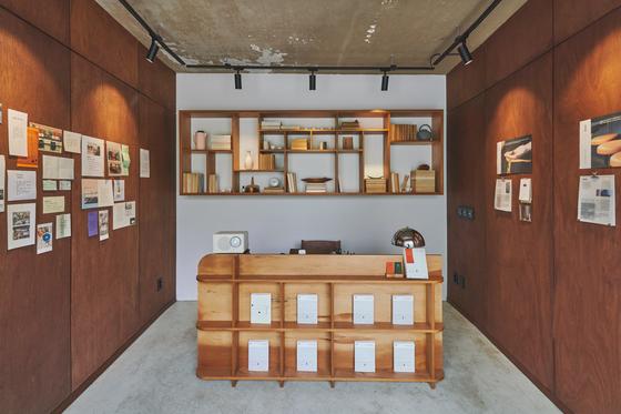 서촌유희의 컨시어지 공간이자, 매달 한 권의 책만을 판매하는 '한권 서점' 전경. [사진 스테이폴리오]