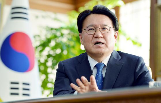 황운하 대전지방경찰청장이 지난 6일 중앙일보와의 인터뷰에서 이른바 '청와대 하명수사'와 관련해 자신의 입장을 설명하고 있다. 프리랜서 김성태