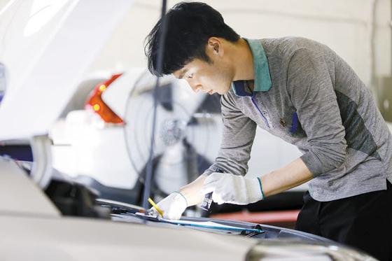 내년부터 전국 한국교통안전공단 자동차검사소에서 검사 예약제가 확대 시행된다. 지정한 날짜에 자동차 검사를 받을 수 있어 대기하는 불편이 개선될 전망이다. [사진 한국교통안전공단]