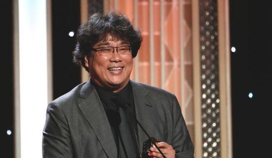 지난달 할리우드 필름 어워즈(HFA)에서 할리우드 영화제작자상을 수상한 봉준호 감독. '기생충'은 16일(현지시간) 발표된 아카데미 시상식 예비후보 명단에서 2개 부문에 올랐다. [로이터=연합뉴스]