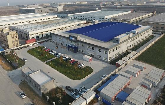 큐라이트가 중국 치동공장을 준공하고 본격 가동을 앞두고 있다.