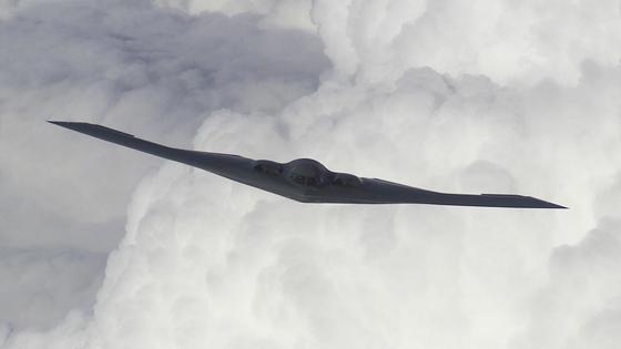 미국 공군의 전략 스텔스 폭격기인 B-2 스피릿. 한반도의 위기가 높아졌던 2017년 이 폭격기는 한국을 몰래 두어 차례 찾았다고 한다. [사진 미 공군]
